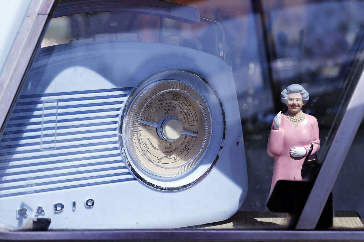 Queen Elizabeth in an Oldtimer